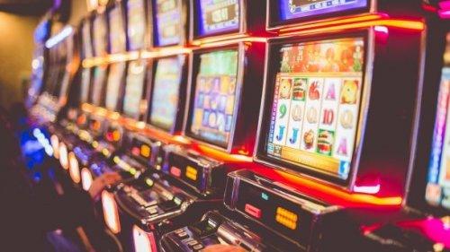 Играем в два лучших слота через мобильную версию казино Спин Сити
